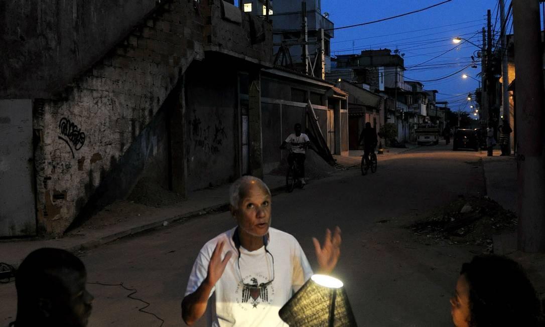 O projeto promoveu na Cidade de Deus um 'chá londrino' numa rua que era degradada Foto: Francisco Valdean / Divulgação / Imagens do Povo