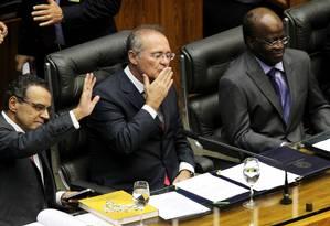 Da esquerda para a direita: presidente da Câmara, Henrique Eduardo Alves, do Senado, Renan Calheiros, e do STF, Joaquim Barbosa Foto: Gustavo Miranda / Agência O Globo