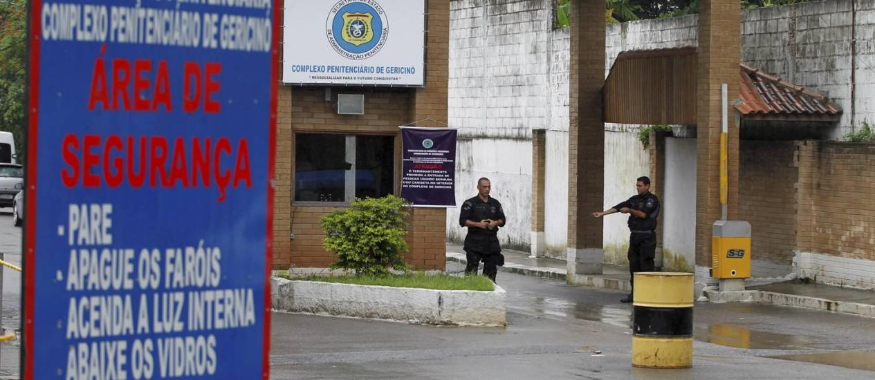 O policiamento está reforçado na área de Bangu, na Zona Oeste, onde 27 presos fugiram do Instituto Penal Vicente Piragibe, que faz parte do Complexo Penitenciário de Gericinó Foto: Bruno Gonzalez 04/02/2013 / Extra