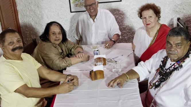 Max Lopes, Rosa Magalhães, Fernando Pamplona, Maria Augusta e Laíla se reuniram para lembrar glórias que viveram na vermelha e branca Foto: Guito Moreto / O Globo