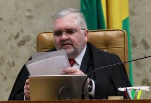 Procurador-geral da República, Roberto Gurgel, durante primeira sessão ordinária do Supremo Tribunal Federal Foto: Givaldo Barbosa / Agência O Globo
