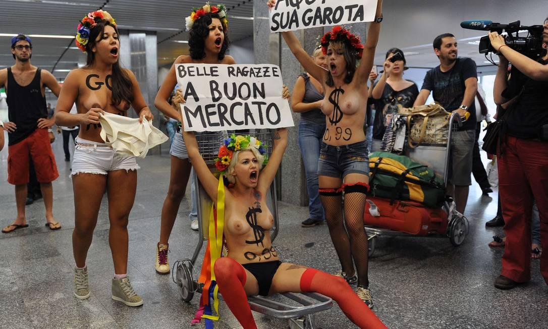 Segundo as manifestantes, o turismo sexual tem aumento de 30% durante o carnaval AFP