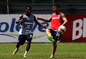Deco no treino do Fluminense deste sábado. Fora do time por lesão, o meia tem chance de voltar contra o Grêmio, na segunda rodada da Libertadores Foto: Nelson Perez/FluminenseFC