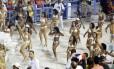 Sem fantasia, musas da Vila de Santa Tereza desfilam de lingerie