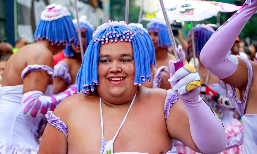 Público investe em fantasias descontraídas no desfile do Cordão da Bola Preta, neste sábado de carnaval Pedro Kirilos / Agência O Globo
