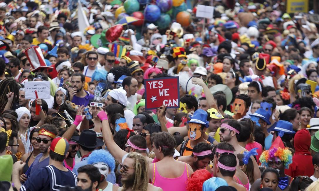 Bloco Céu na Terra ocupa as ruas de Santa Teresa desde as 6h deste sábado Mônica Imbuzeiro / Agência O Globo