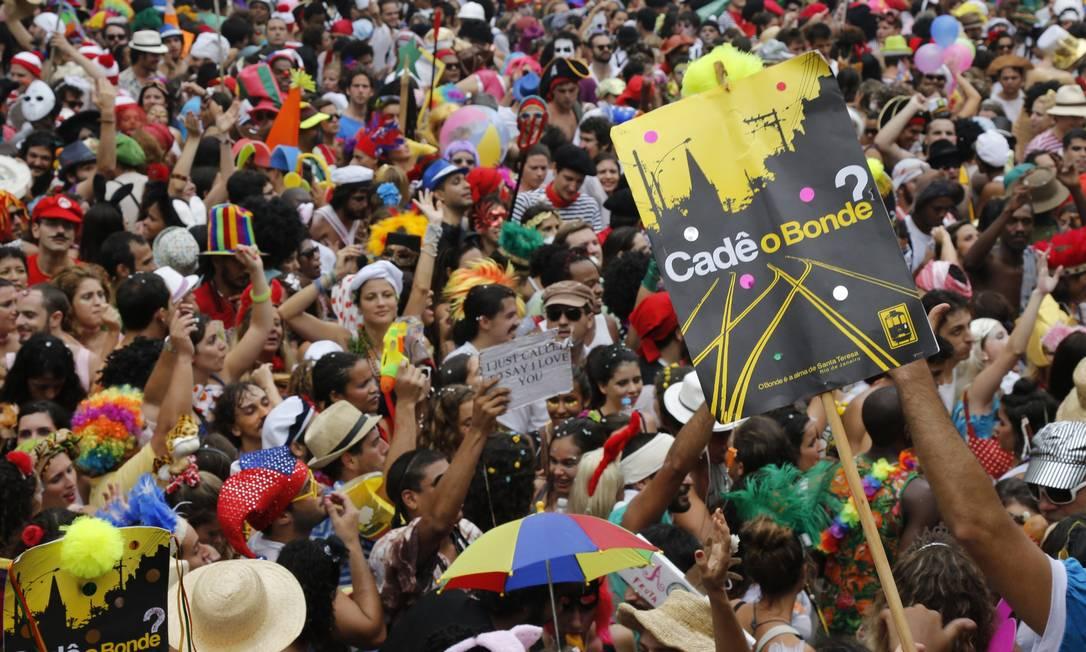 RI Rio de Janeiro (RJ) 09/02/2013 Carnaval 2013 - Bloco Céu na Terra, em Santa Teresa. Foto Mônica Imbuzeiro / Agência O Globo Mônica Imbuzeiro / Agência O Globo