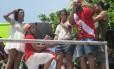 O publicitário Leonardo Salles pediu a noamorada Marcela Ruiz em casamento durante o desfile do Empolga às 9