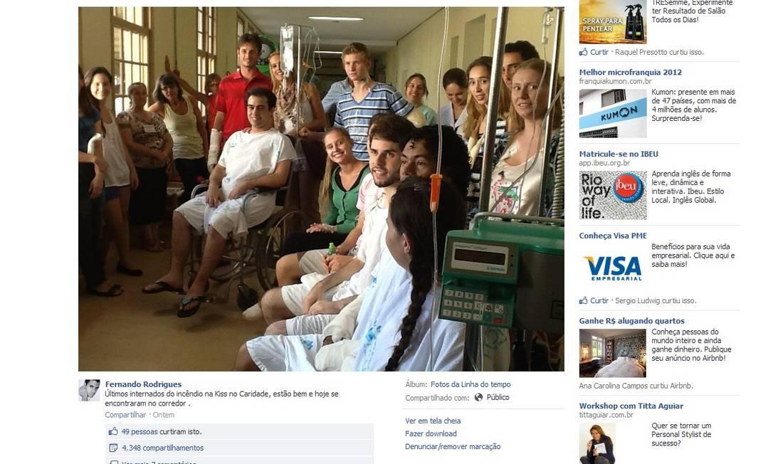 Foto postada no Facebook mostra recuperação de vítimas do incêndio Foto: FOTO: Reprodução