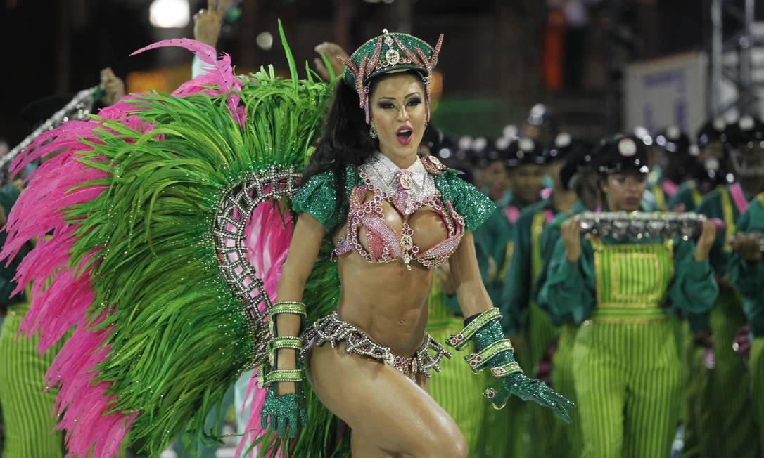 CI Rio de Janeiro (RJ) 11.02.2013 - Carnaval 2013 - Desfile das Escolas de Samba do Grupo Especial (Segunda) MANGUEIRA. Foto Roberto Moreyra /Extra/Agência O Globo. Freelancer / Agência O Globo