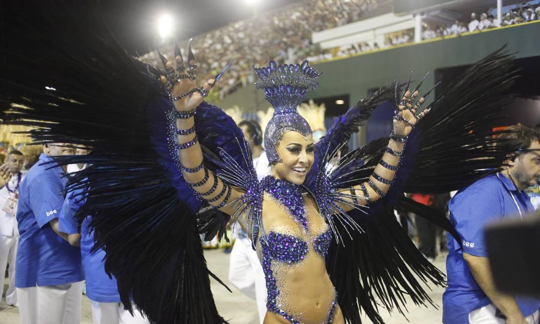 ri - Rio, 11/02/2013, Carnaval 2013 / Vila Isabel - Desfile da Escola de Samba Vila Isabel. Foto: Pedro Kirilos Pedro Kirilos / Agência O Globo