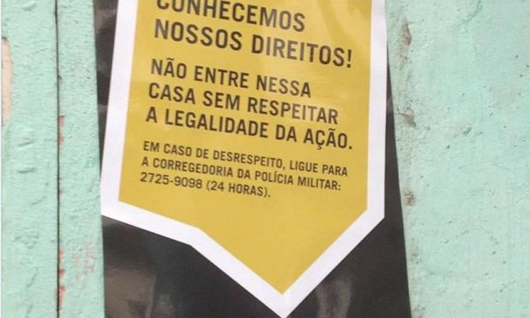 Cartazes distribuídos por Ongs da Maré tentam conscientizar os moradores sobre seus direitos, antes da pacificação Foto: / Divulgação/Anistia Internacional