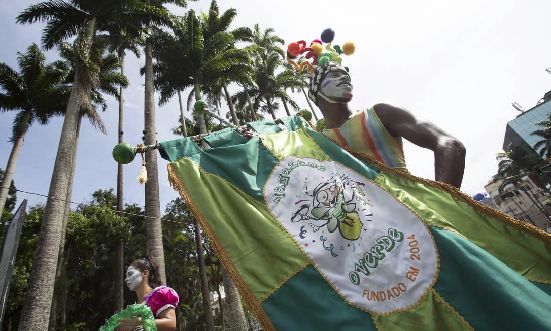 """""""Vagalume, o verde"""" desfila no bairro do Jardim Botânico também nesta terça-feira de carnaval. Bloco homenageia Bob Marley Foto: Leo Martins / Agência O Globo"""