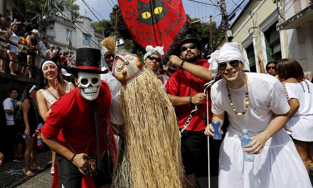 Bloco Carmelitas desfila pela segunda vez, nesta terça-feira de carnaval 2013. O primeiro desfile, na sexta-feira (8), foi um protesto contra a demora para a reinauguração do bondinho no bairro Foto: Mônica Imbuzeiro / Agência O Globo