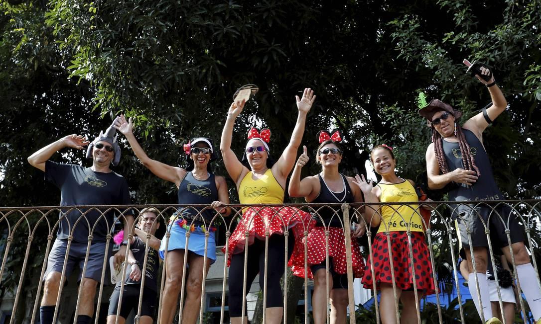 O Bloco Carmelitas volta a encher as ruas de Santa Teresa, na manhã desta terça-feira de carnaval Foto: Mônica Imbuzeiro / Agência O Globo