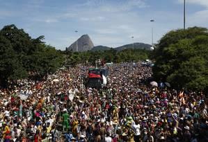Desfile da Orquestra Voadora reúne milhares de foliões no Aterro do Flamengo nesta Terça-Feira Gorda Foto: PAULA GIOLITO / Agência O Globo