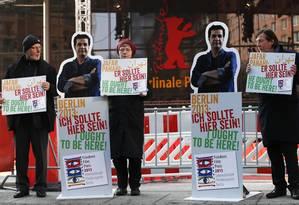"""Manifesto pró-Jafar Panahi, proibido de trabalhar e de sair do Irã: seu novo filme, """"Pardé"""", foi exibido nesta terça-feira Foto: REUTERS"""