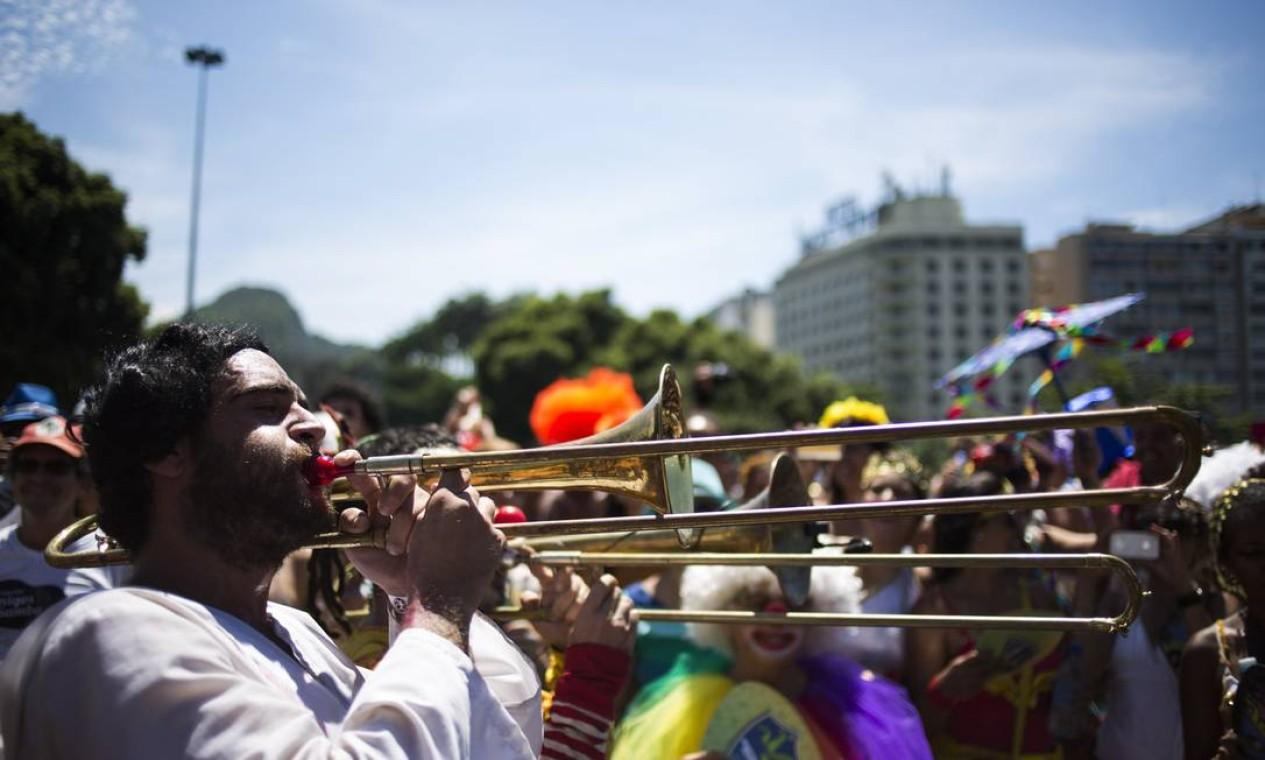 Os instrumentos de sopro bem marcados são uma característica da Orquestra Voadora Foto: PAULA GIOLITO / Agência O Globo
