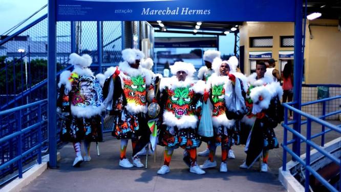 Grupo de bate-bolas na estação de trem de Marechal Hermes. Foto: Gustavo Stephan
