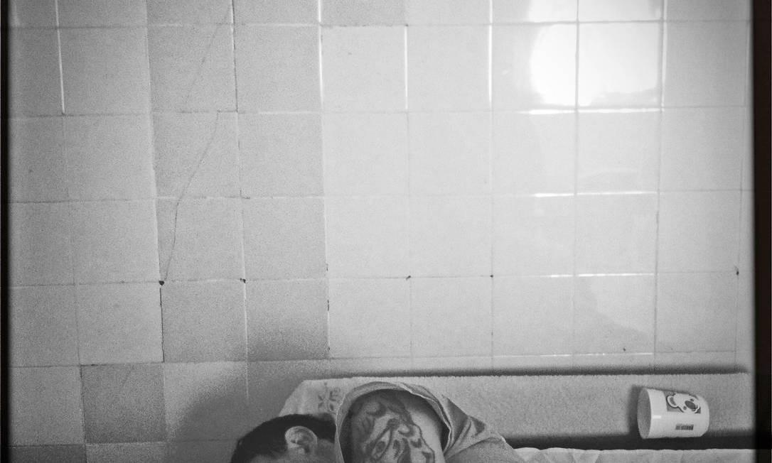 Detento no hospital psiquiátrico Nina Rodrigues, em São Luís (MA) Foto: André Coelho / O Globo