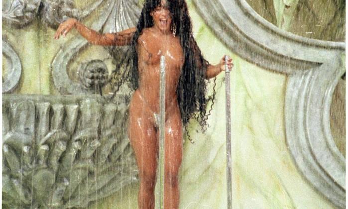 """10.02.1991 - Miriam Fichtner - RI - Desfile da Escola de Samba """"Imperatriz Leopoldinense"""", com o enredo """"O Que é Que a Banana Tem?"""": modelo Melissa Benson - Negativo 91-6773 Miriam Fichtner / Arquivo O Globo"""