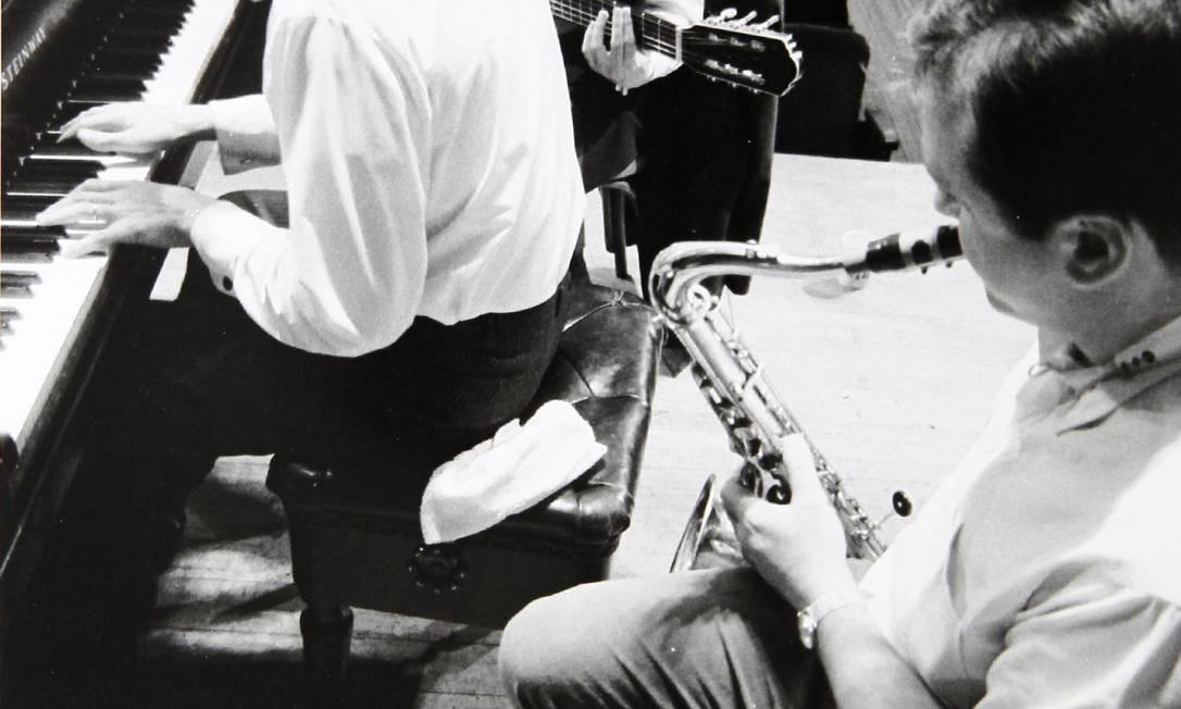 João, Tom e Getz no primeiro ensaio para o álbum, no Carnegie Hall Foto: David Drew Zingg / Divulgação