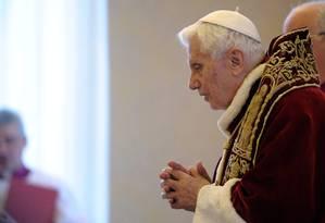 Momento em que Bento XVI anunciou para os bispos sua renúncia ao cargo de liderança da Igreja Católica Foto: AP