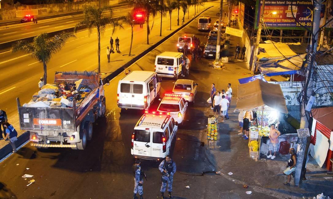 Prefeitura faz operação na Avenida Brasil para acabar com a cracolândia do Parque União Foto: Fernando Quevedo / Agência O Globo