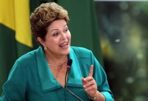 Dilma discursa durante cerimônia de anúncio de medidas do Plano Brasil Sem Miséria Foto: Gustavo Miranda / O Globo