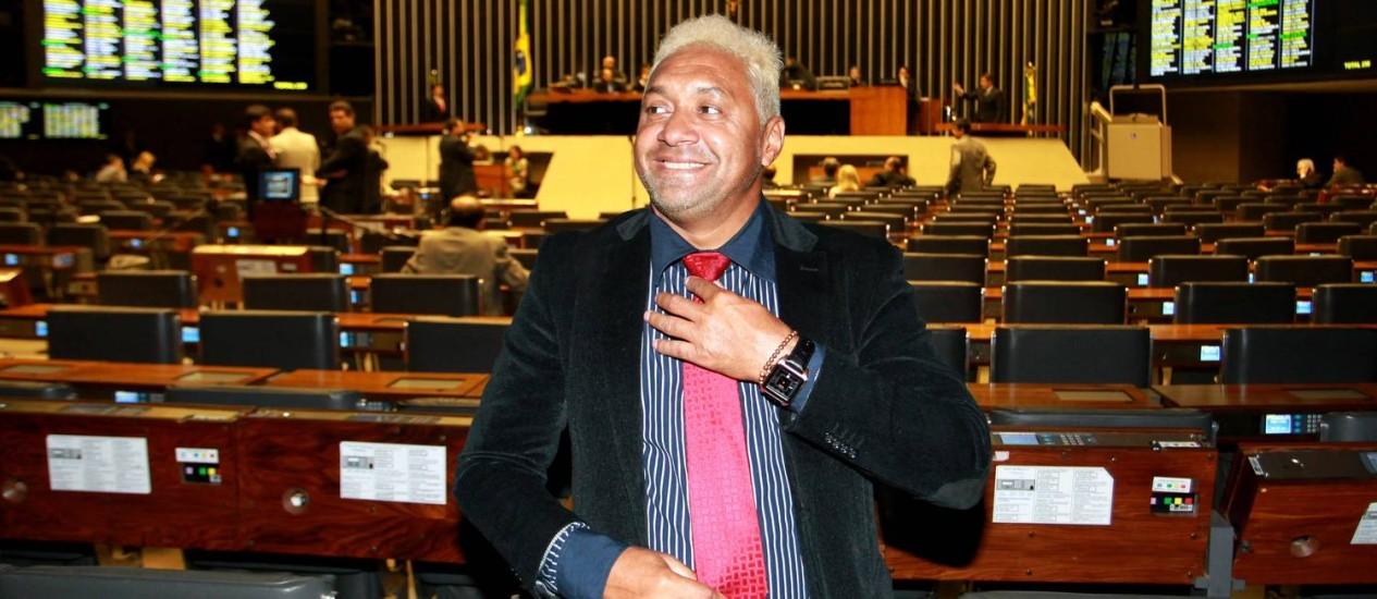 Tiririca mostra seu novo visual em homenagem ao jogador Neymar Foto: Ailton de Freitas / Agência O Globo