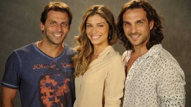 Os protagonistas Henri Castelli, Grazi Massafera e Igor Rickli Foto: TV Globo
