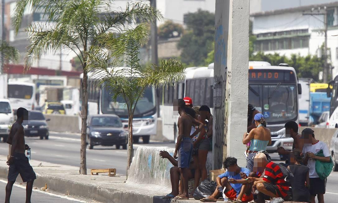 Usuários de crack montam nova cracolândia a 300 metros de área ocupada nesta terça-feira Foto: Pablo Jacob / Agência O Globo