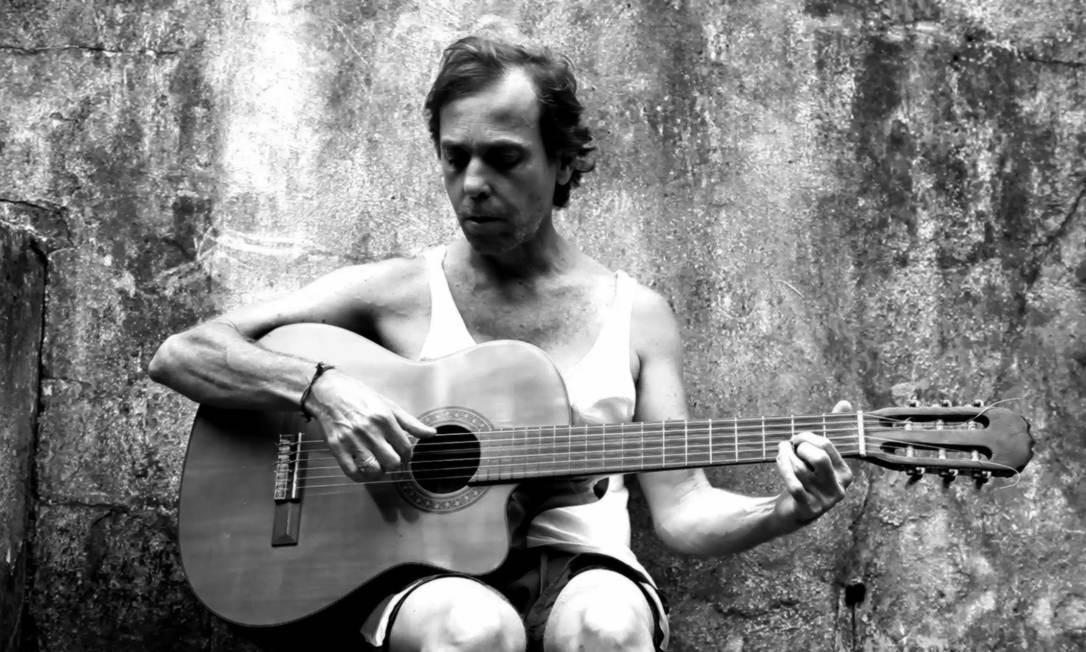 Compositor Luis Capucho com violão Foto: Divulgação