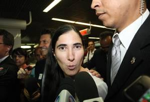 A jornalista e blogueira cubana Yoani Sánchez chegou nesta quarta-feira a Brasília, após mais de cinco anos tentando deixar o seu país Foto: André Coelho / Agência O Globo