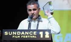 O diretor palestino Emad Burnat recebendo premiação no Festival de Sundance de 2012 Foto: Divulgação/IMDb