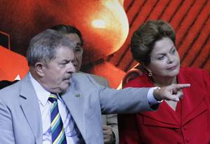 Ex-presidente Luiz Inácio Lula da Silva comparece a evento do PT, e fica ao lado da presidente Dilma Rousseff Foto: Marcos Alves / Agência O Globo