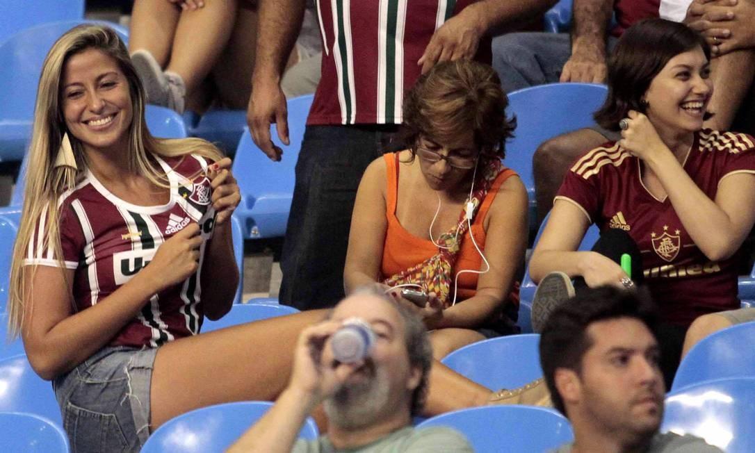Beleza na torcida tricolor no Engenhão Foto: Reginaldo Pimenta / Agência O Globo