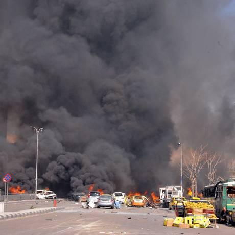 Destruição causada pela explosão de um carro-bomba no centro de Damasco nesta quinta-feira Foto: Anonymous / AP