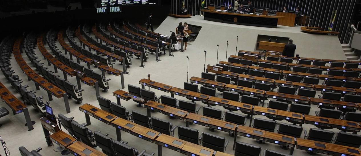 Plenário vazio na Câmara dos Deputados na tarde desta quinta feira da semana passada Foto: André Coelho / O Globo