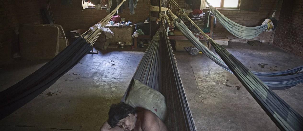 Matxa, líder do clã e cega, guarda o que resta da tradição cultural dos avá-canoeiros. Apesar de recursos milionários, Funai não conseguiu melhorar as condições de vida dos últimos representantes dos avás-canoeiros Foto: André Coelho