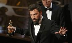 Diretor e produtor de 'Argo', Ben Affleck agradece à Academia pelo prêmio de melhor filme Foto: MARIO ANZUONI / REUTERS