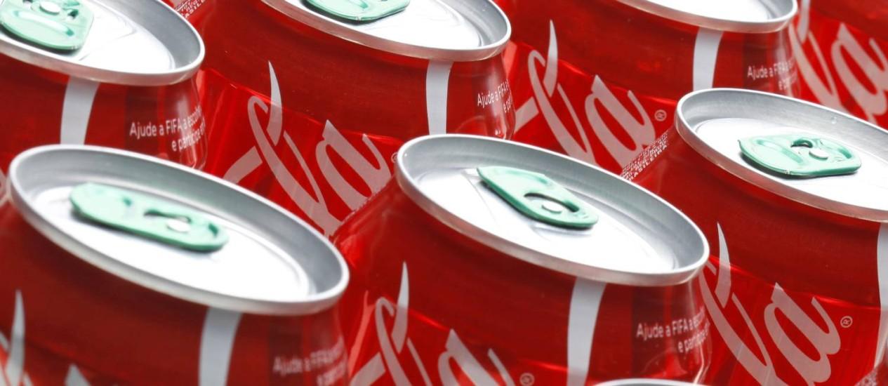 Consumidores nova-iorquinos terão que trocar garrafas grandes de refrigerante por latinhas Foto: Fabio Rossi / Agência O Globo