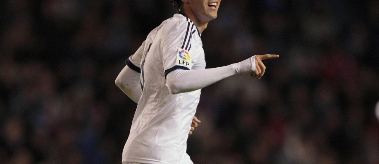 Kaká comemora um gol pelo Real Madrid. Meia sonha com nova convocação para a seleção brasileira Foto: Lalo R. Villar / AP