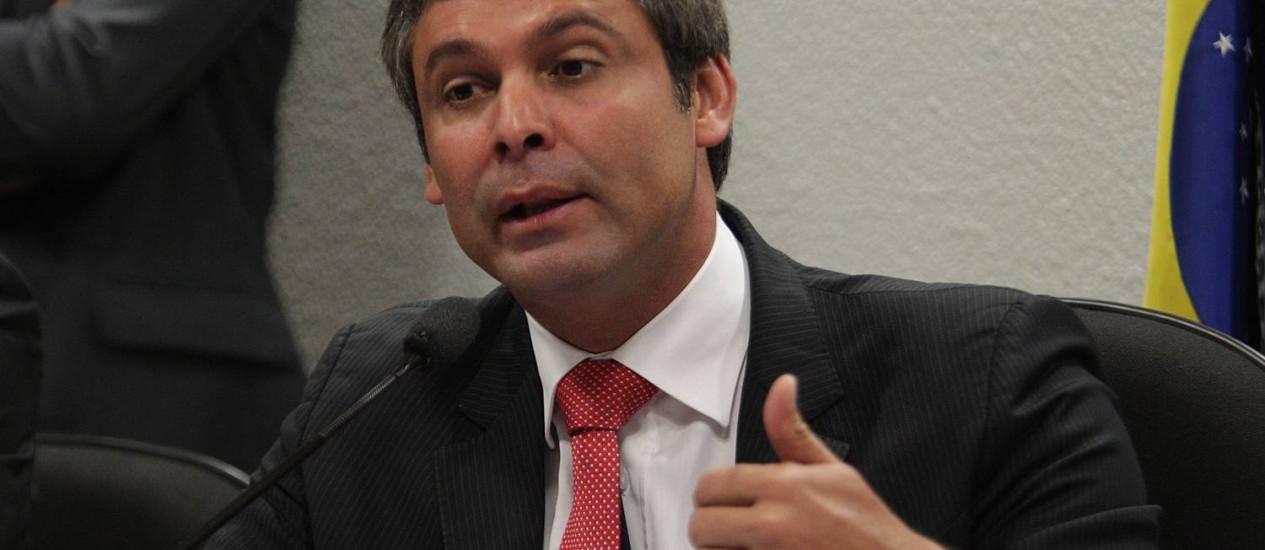 Lindbergh Farias toma posse na Comissão de Assuntos Econômicos do Senado Foto: André Coelho / Agência O Globo