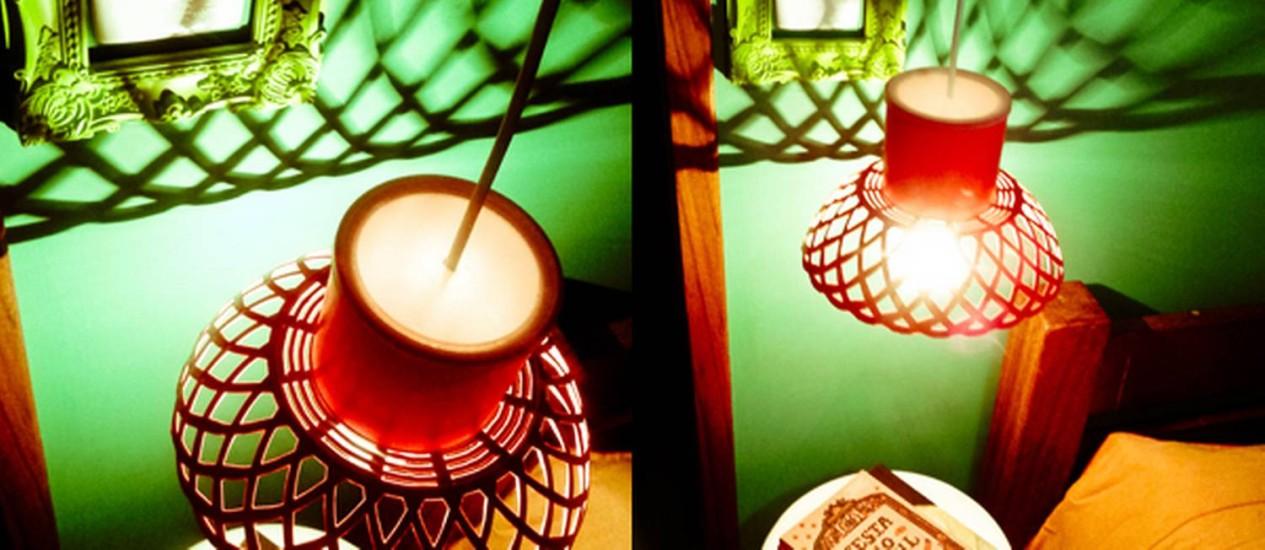 """Na foto, luminária feita com lata pelo blog """"A casa que minha vó queria"""" Foto: Reprodução internet"""