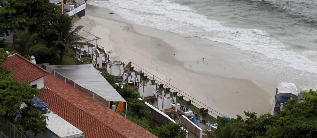 Para poucos. A praia do Forte de Copacabana que foi privatizada para implantação do empreendimento Aqueloo Beach Club: por um contrato de três meses prorrogáveis por mais três, o Exército vai receber um total de R$ 228 mil Foto: Domingos Peixoto / O Globo