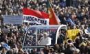 Papa Bento XVI chega à Praça São Pedro para celebrar última audiência pública Foto: ALESSANDRO BIANCHI / REUTERS