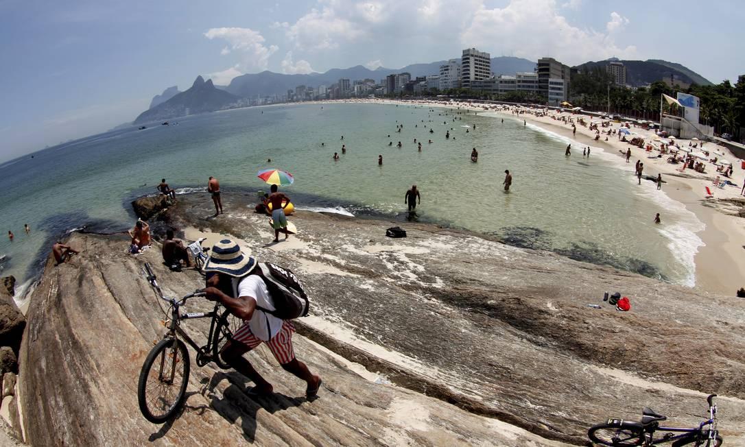 O Arpoador que é um dos lugares onde o carioca se sente mais feliz Marcelo Piu / O Globo