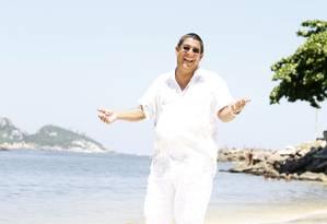 Zeca Pagodinho no Quebra-Mar, na Barra: cantor é apontado como personificação da felicidade Foto: Camila Maia / O Globo
