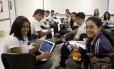 Alunos do colégio Notre-Dame, no Recereio, são liberados para usar celulares e tablets como ferramentas de estudo em sala de aula